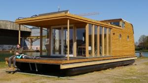 Land-Hausboot
